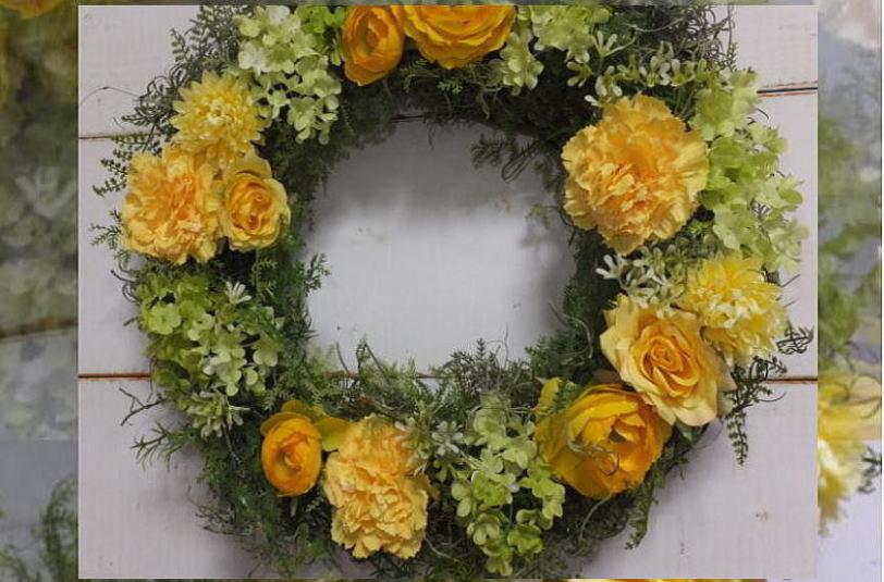 ハッピーイエローリース送料無料・黄色のリース・ウェルカムボード 造花・外に飾るリース・玄関リース・クリスマス・リース・造花のリース・枯れないリース・外玄関のリース