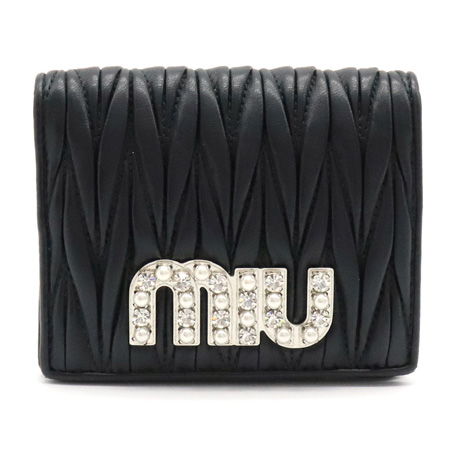 【財布】Miu Miu ミュウ ミュウ マテラッセ 二つ折り財布 レザー フェイクパール ラインストーン ブラック 黒 ゴールド金具 5MV204 【中古】