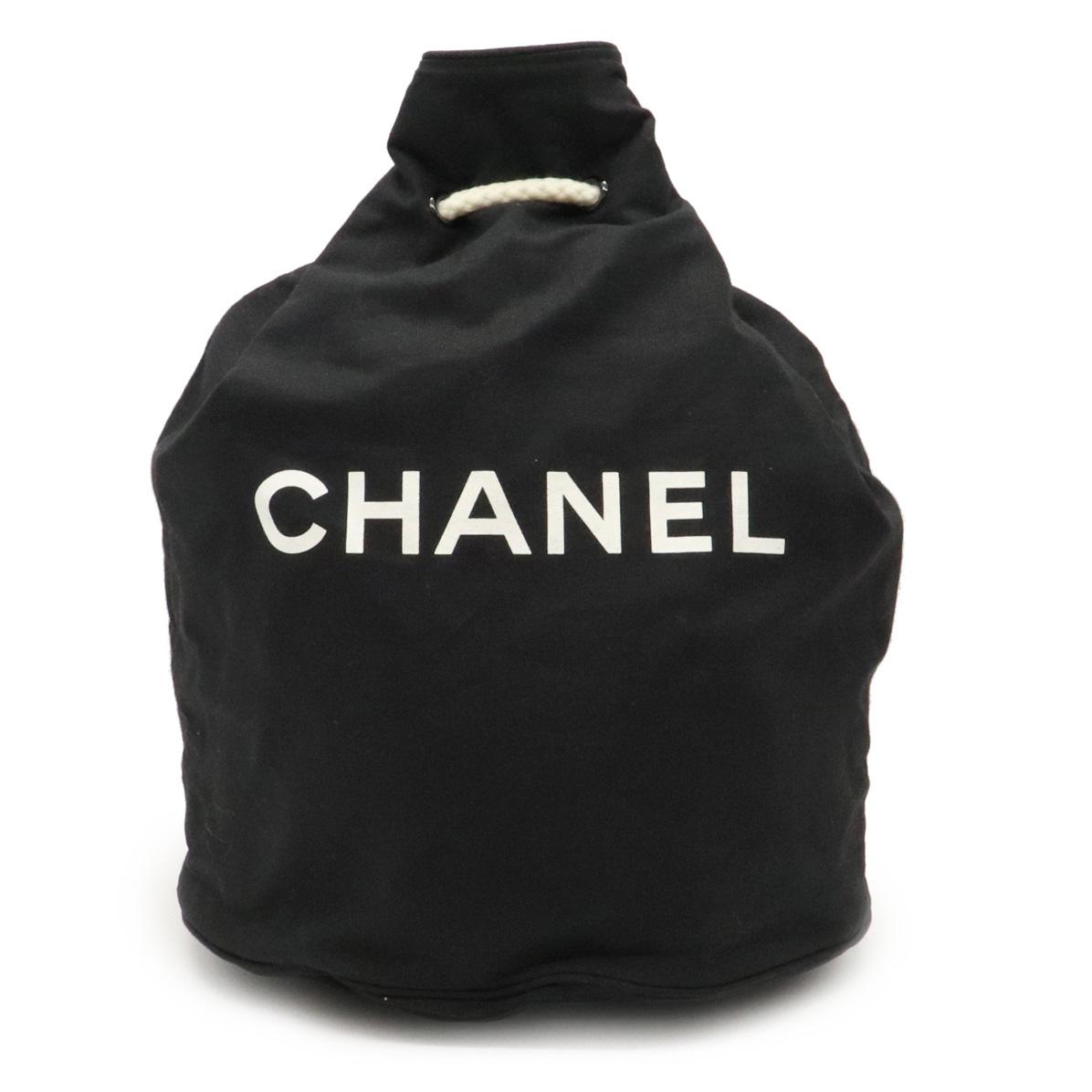 【バッグ】CHANEL シャネル ノベルティ ロゴプリント プールバッグ ショルダーバッグ 巾着バッグ スポーツ キャンバス 黒 ブラック 白 ホワイト 【中古】