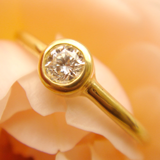 一粒ダイヤリング Ray22金 0.11ctダイヤリング鍛造リング華奢リング 細い指輪 ピンキーリング金属アレルギー対策エンゲージリング婚約指輪
