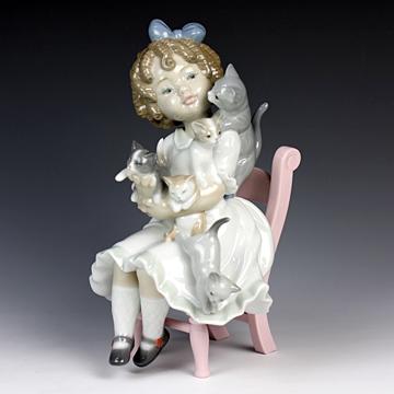 リヤドロ(Lladro リアドロ 陶器人形 置物) 少女 小さな家族#ldr-8689