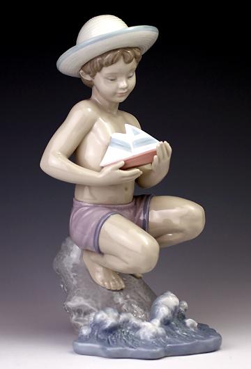 リヤドロ(Lladro リアドロ 陶器人形 置物) 男の子 砂浜で#ldr-6855