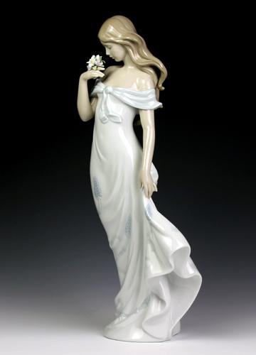 リヤドロ(Lladro リアドロ 陶器人形 置物) 花と少女 甘い香り#ldr-6918