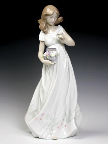 リヤドロ(Lladro リアドロ 陶器人形 置物) 花と少女 素敵な宝物#ldr-6921