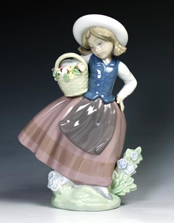 リヤドロ(Lladro リアドロ 陶器人形 置物) 花と少女 甘い花の香り#ldr-5221