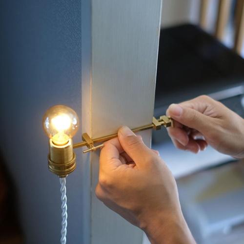 ブランチ ビット ランプ 窓枠 柱 挟んで使う スーパーSALE限定 ポイント2倍 BRANCH BIT 低価格 LAMP BL2 WVT 雑貨 WEST おしゃれ ハタガネ インテリア 国内即発送 照明 スタンド 置物 真鍮 TOKYOプレゼント オブジェ ライト VILLAGE