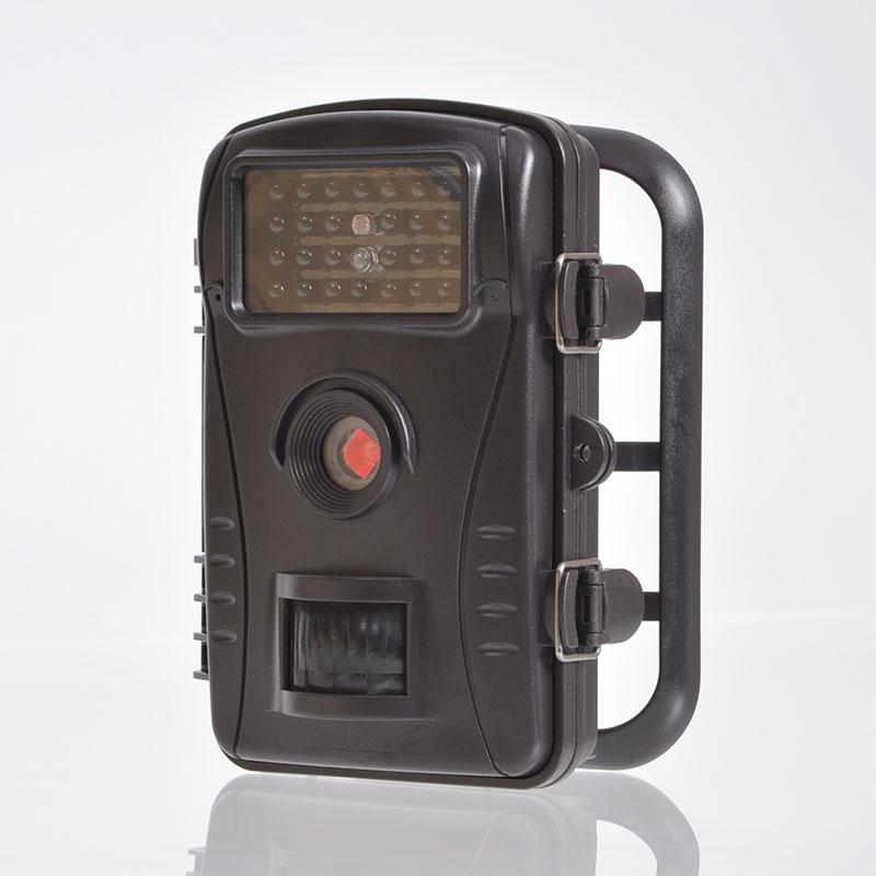【送料無料】人感センサー搭載で自動撮影 赤外線搭載で深夜撮影 玄関先 畑の農作物を荒し 自動録画防犯カメラ[AUTRECCA]-サンコー