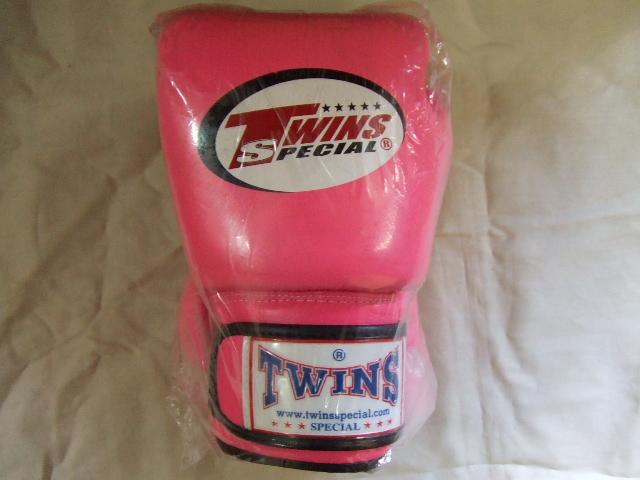 Twins boxing glove rare color