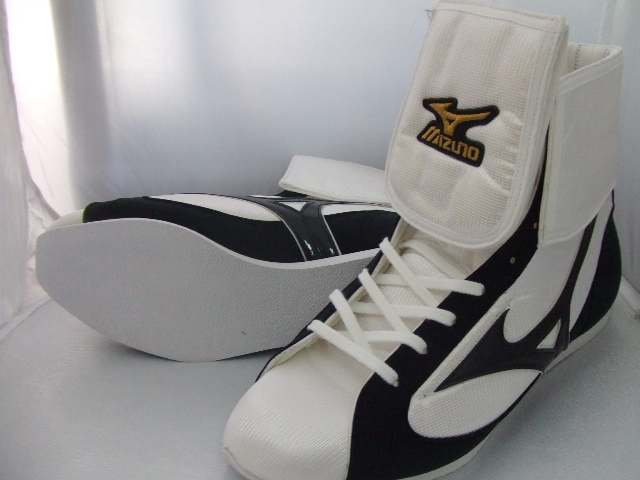 With lapel short boxing shoes (our store original white X black line) original shoes bag with stock limit Mizuno reinforcement (boxing article, ring shoes)