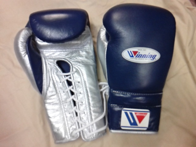 供16盎司深藍×銀子Winning獲勝練習使用的拳擊手套(專業型)