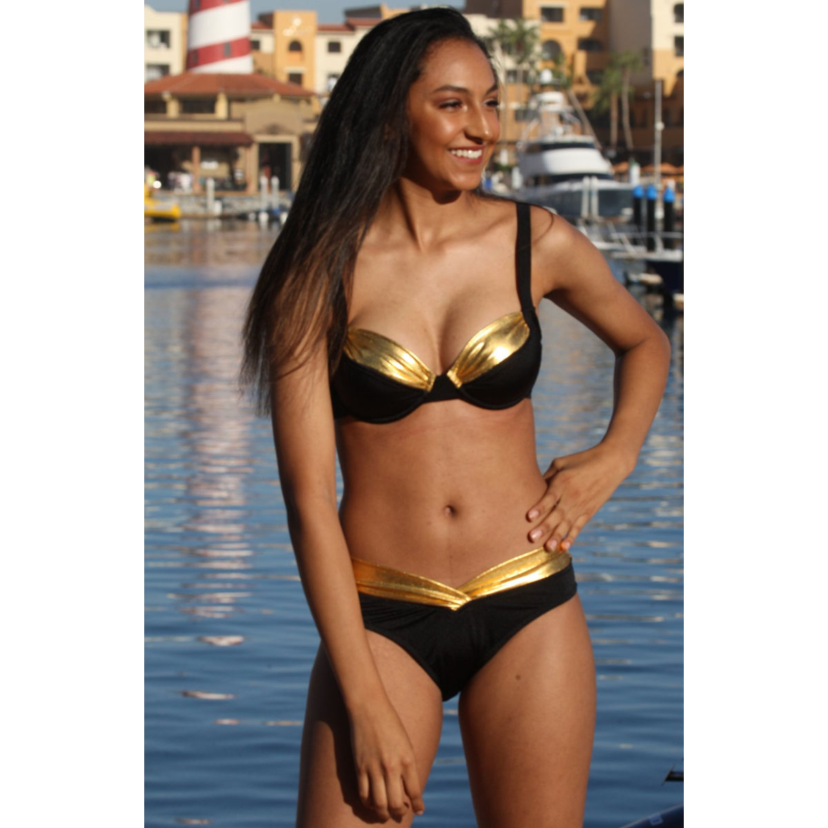 海外ブランド 水着 ビキニ ブラック&ゴールド ワイドストラップ アンダーワイヤー ブラトップ V字フロント&バック ボトム 海外旅行 ハワイ リゾート