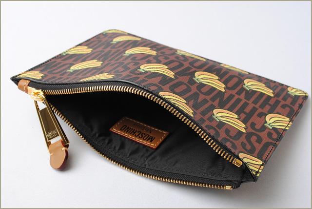 649bdde0865 Moschino X Mario clutch porch / clutch bag. Super Moschino MOSCHINO  collaboration brown / yellow banana print モスキーノ モスキーノ