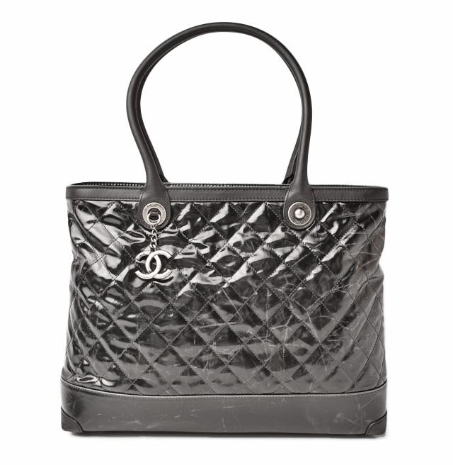 9a3c7c929 Chanel shoulder bag / tote bag. CHANEL patent leather vintage processing  black / gunmetal シャネル CHANEL バッグ