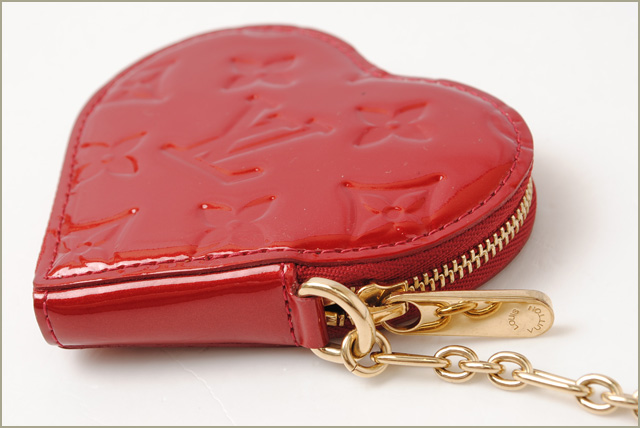 Louis Vuitton coin purse LOUIS VUITTON heart-shaped / Porto Monet cool M93562 Pomme-d'amour Vernis