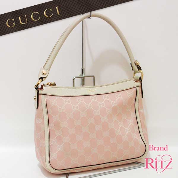 Gucci Gg Pattern Handbags In Stock Classic Por Canvas Shoulder Bag Under His Arm And The Impression Until You Go From Everyday Use Can Be Used