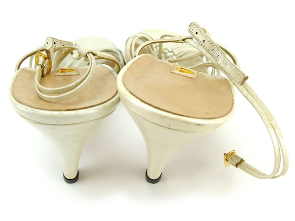 a5526821467e BRAND DEPOT TOKYO  Gucci sandals shoes shoes Gucci white X gold ...