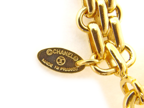 Chanel CHANEL key ring key ring Lady's matelasse X here mark gold gold metal fittings beauty product sale L1409