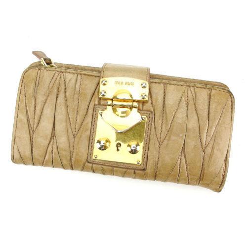 【中古】 【送料無料】 ミュウミュウ miumiu 長財布 ファスナー 二つ折り レディース ロゴプレート付き マトラッセ ベージュ×ゴールド レザー (あす楽対応) Y3228