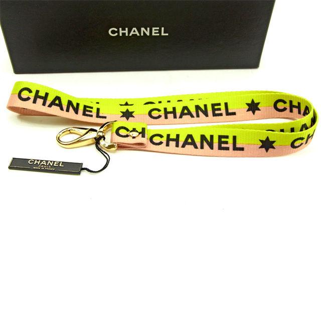 【中古】 【送料無料】 シャネル ネックストラップ メンズ可 グリーン×ピンク×ブラック キャンバス×ゴールド素材 Chanel Y5539 .