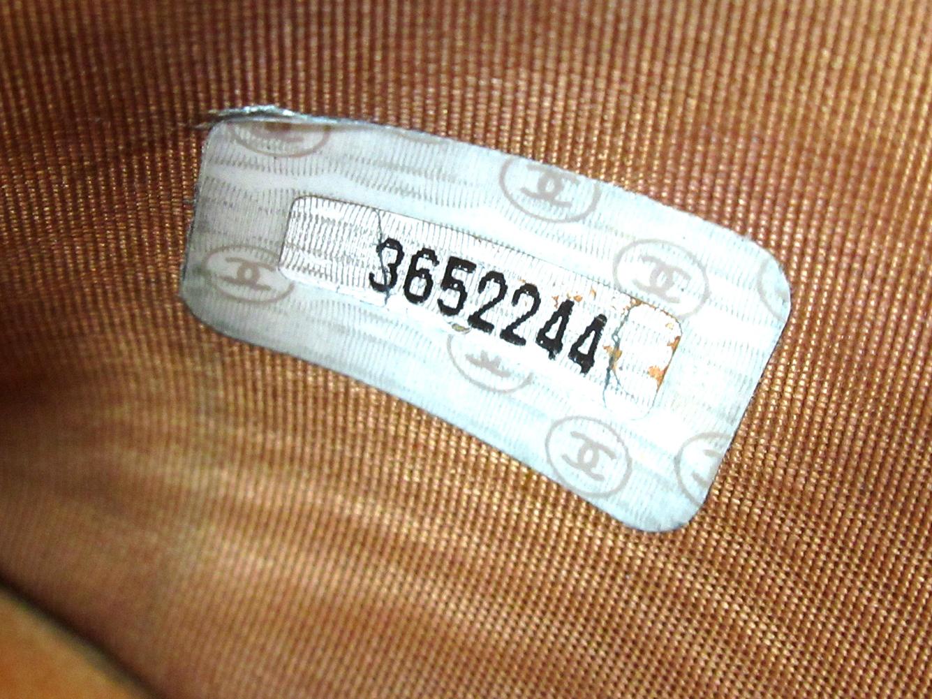 【中古】シャネルWホック財布二つ折り財布キャビアスキン×ココマークブラウンレザ-CHANELT10486