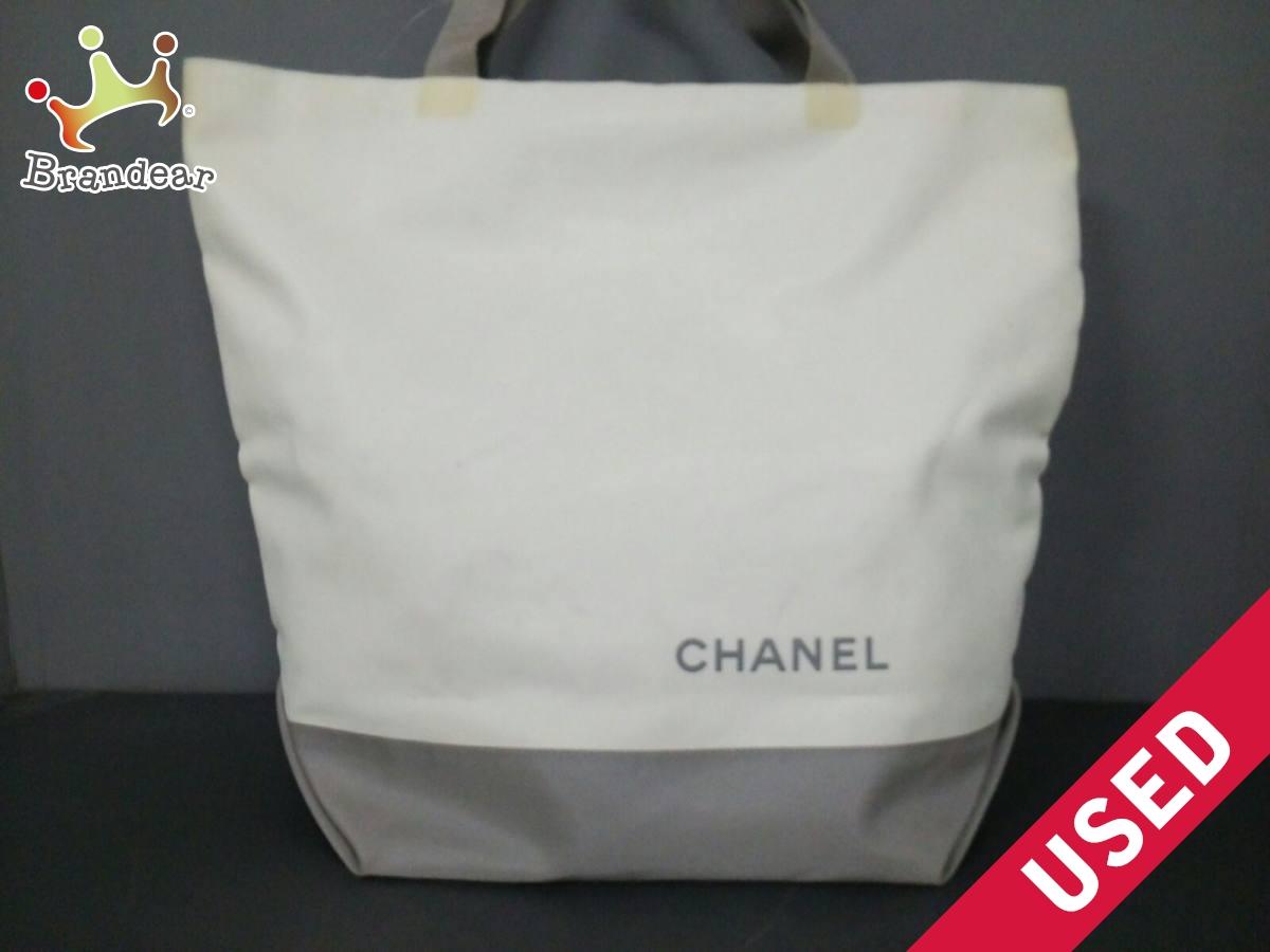 CHANEL(シャネル) トートバッグ - 白×ライトグレー 化学繊維【中古】