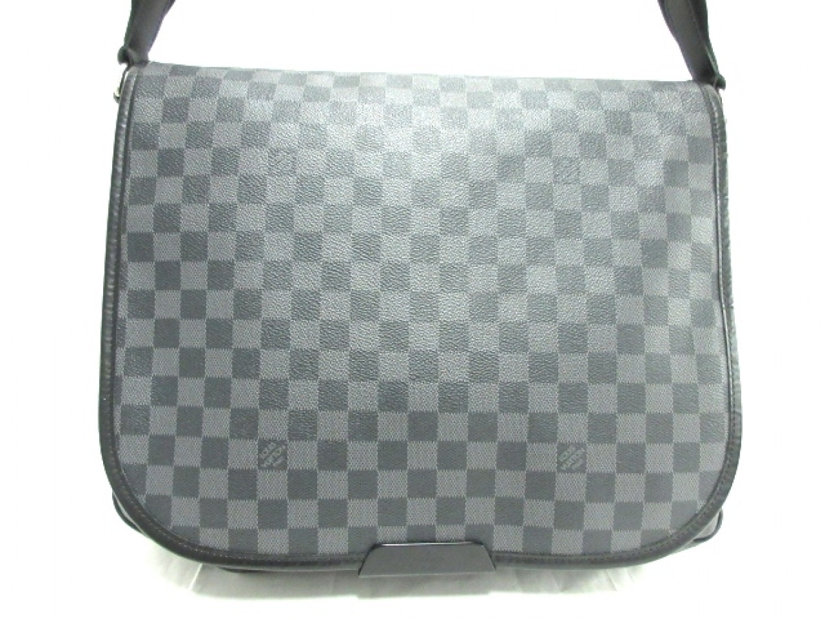 LOUIS VUITTON(ルイヴィトン) ショルダーバッグ ダミエグラフィット ダニエルMM N58029 ダミエ・グラフィット キャンバス【中古】