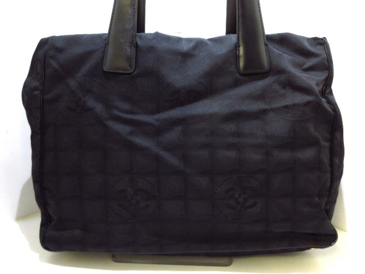 CHANEL(シャネル) トートバッグ ニュートラベルライントートMM A15991 黒 ナイロン×レザー【中古】