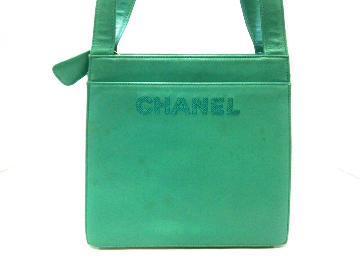 CHANEL(シャネル) ショルダーバッグ - グリーン ロゴ刺繍/ゴールド金具 ラムスキン【中古】