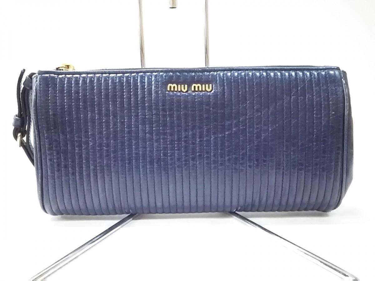 miumiu(ミュウミュウ) クラッチバッグ - 5N1455 ネイビー 型押し加工 レザー【中古】