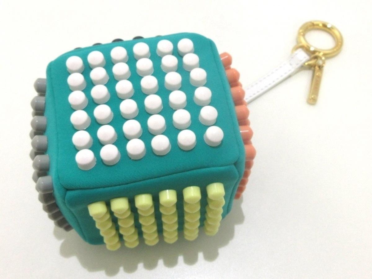 FENDI(フェンディ) キーホルダー(チャーム) 7AR346 グリーン×マルチ キューブ 化学繊維×プラスチック【中古】