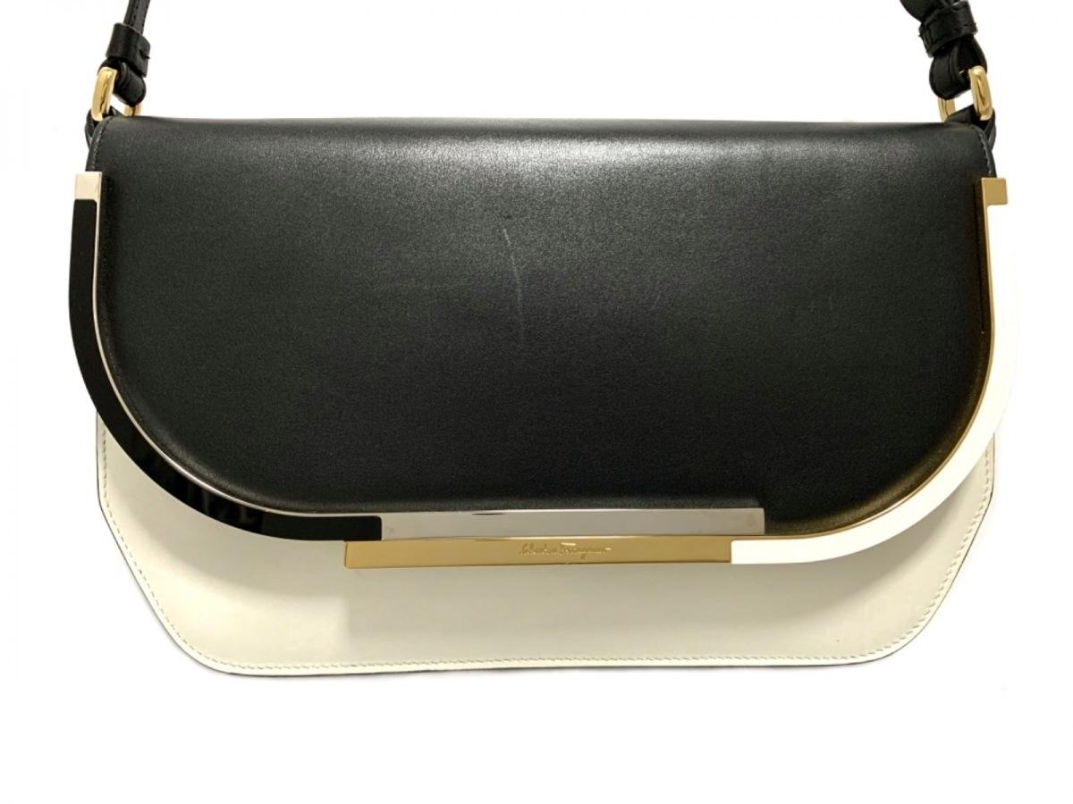 SalvatoreFerragamo(サルバトーレフェラガモ) ショルダーバッグ - 21F659 黒×白 レザー【中古】