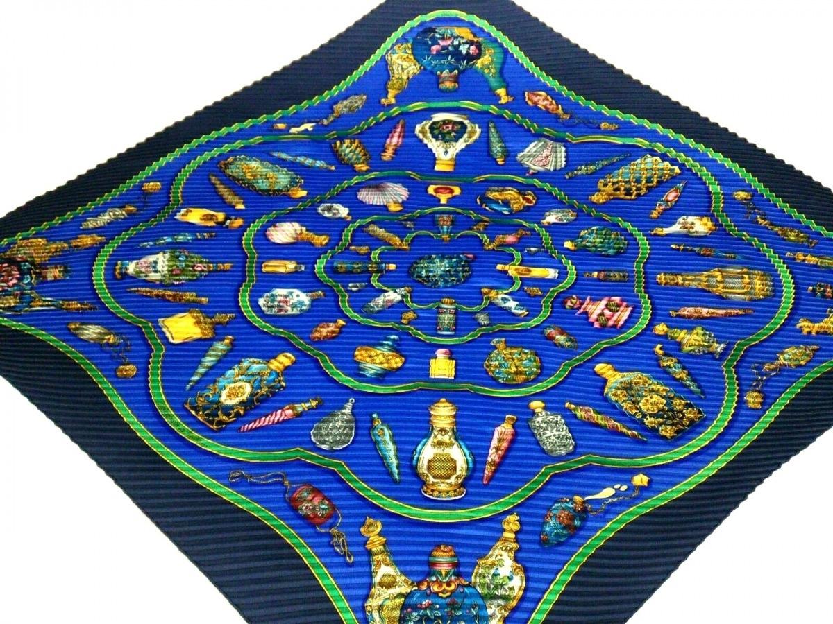 HERMES(エルメス) スカーフ美品■ カレプリセ ブルー×ネイビー×マルチ Qu' importe le flacon(香水瓶)【中古】