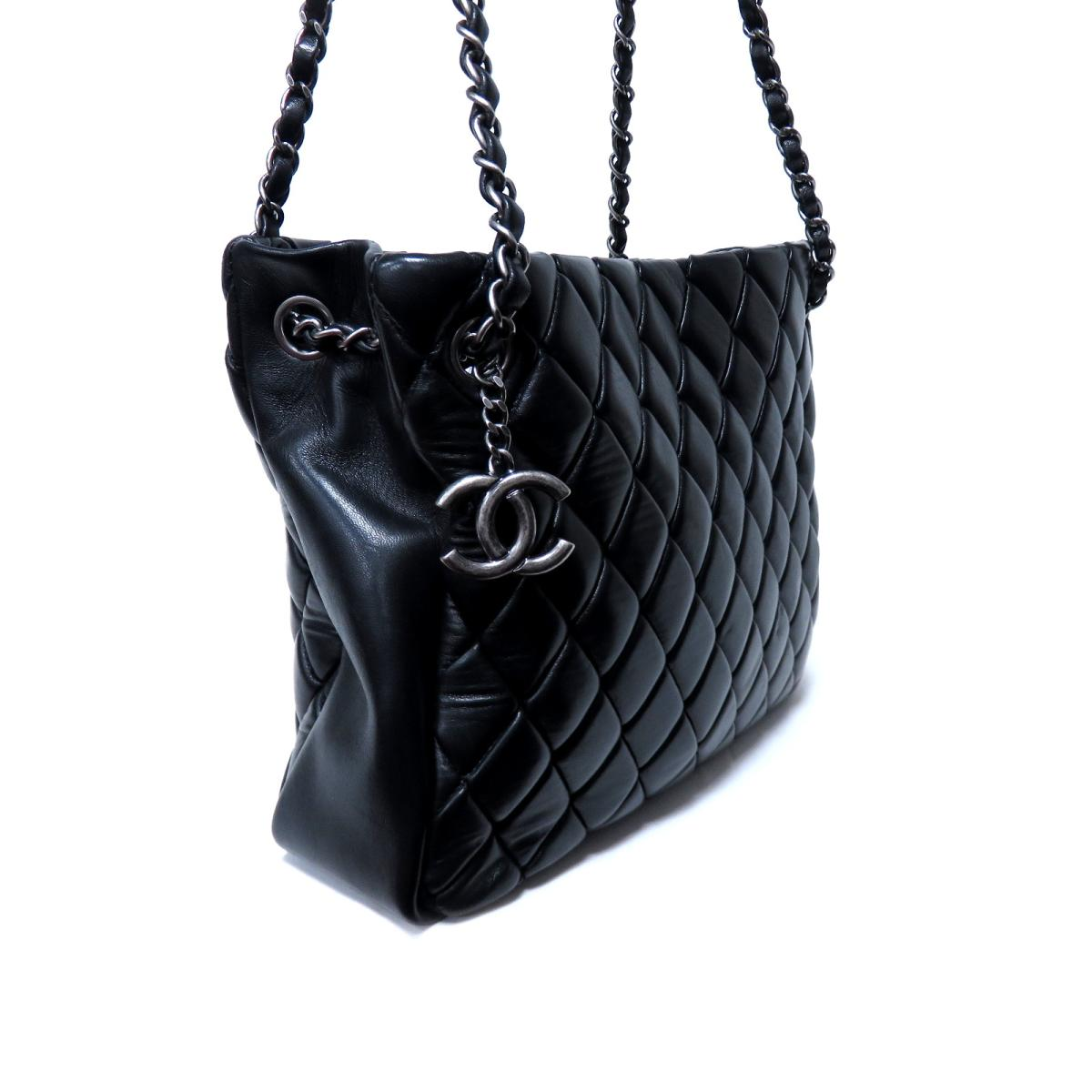 032be918e3814 (Free shipping) Auth CHANEL Matelasse Chain shoulder bag Calf skin leather  Black Used