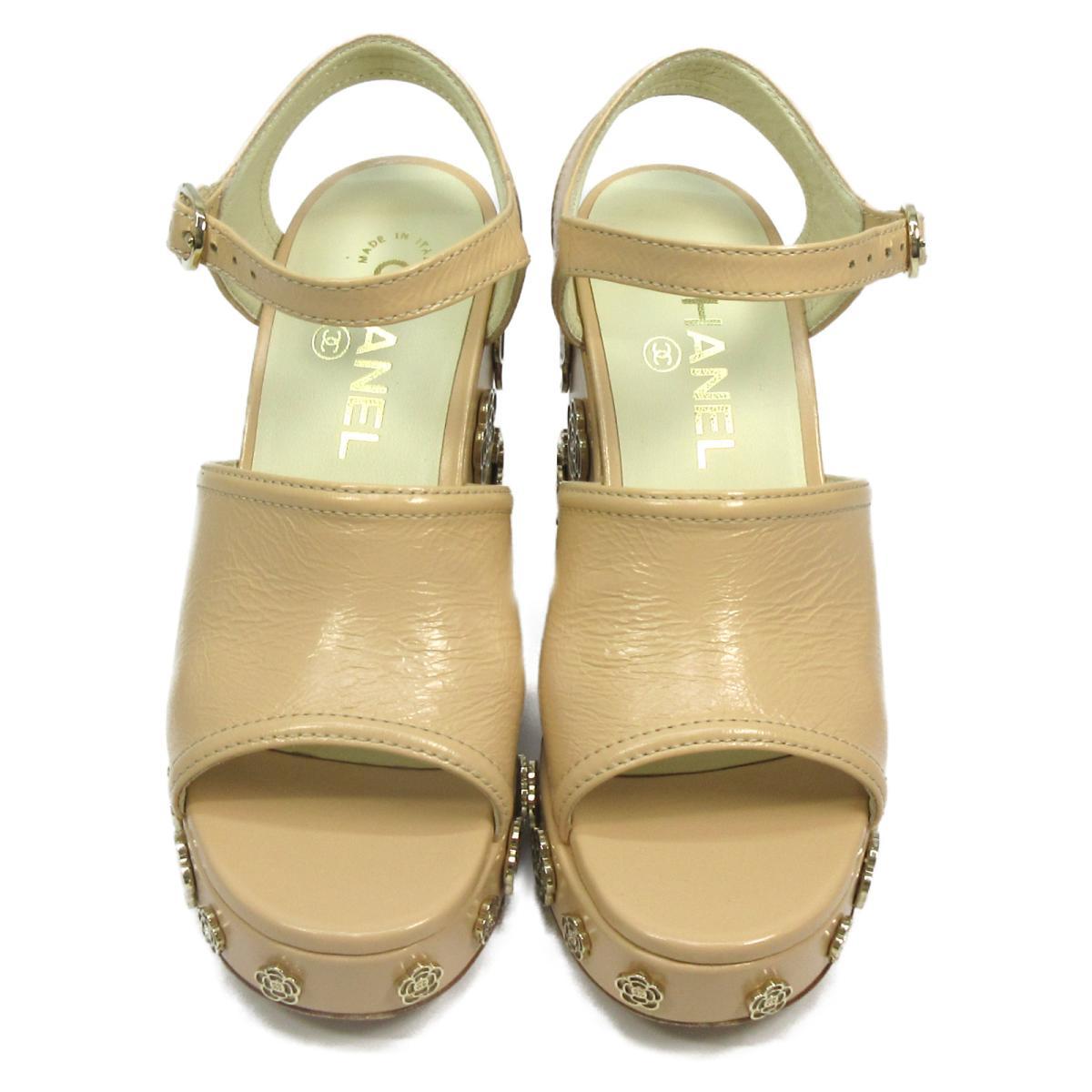 【中古】 シャネル カメリアモチーフ・サンダル レディース レザー ベージュ x ゴールド | CHANEL くつ 靴 カメリアモチーフ・サンダル 美品 ブランドオフ