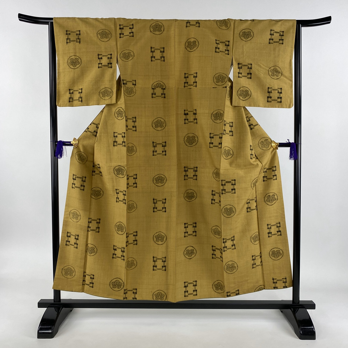 紬 美品 秀品 幾何学 絣 黄土色 袷 身丈155cm 裄丈64cm M 正絹 【中古】