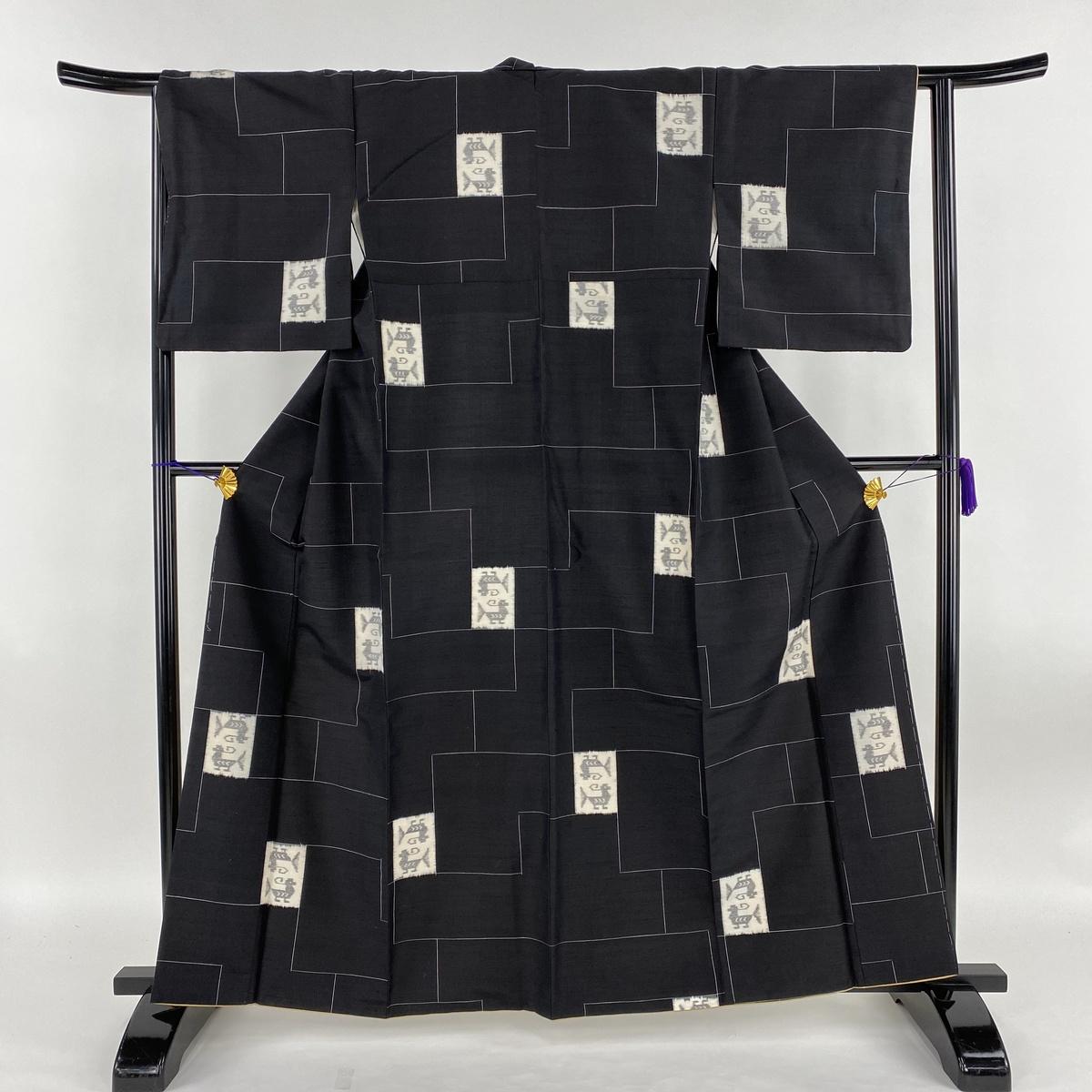 紬 美品 名品 幾何学模様 動物 黒 袷 身丈162.5cm 裄丈64cm M 正絹 【中古】