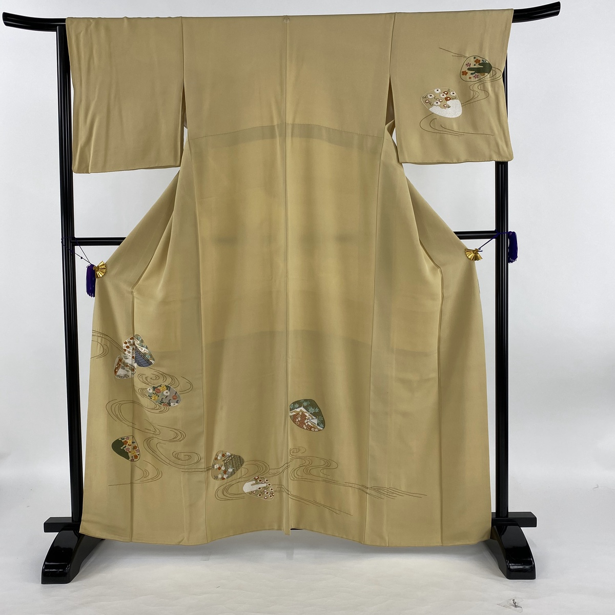 訪問着 名品 一つ紋 貝合せ 流水 刺繍 金糸 ベージュ 袷 身丈161.5cm 裄丈66.5cm M 正絹 【中古】