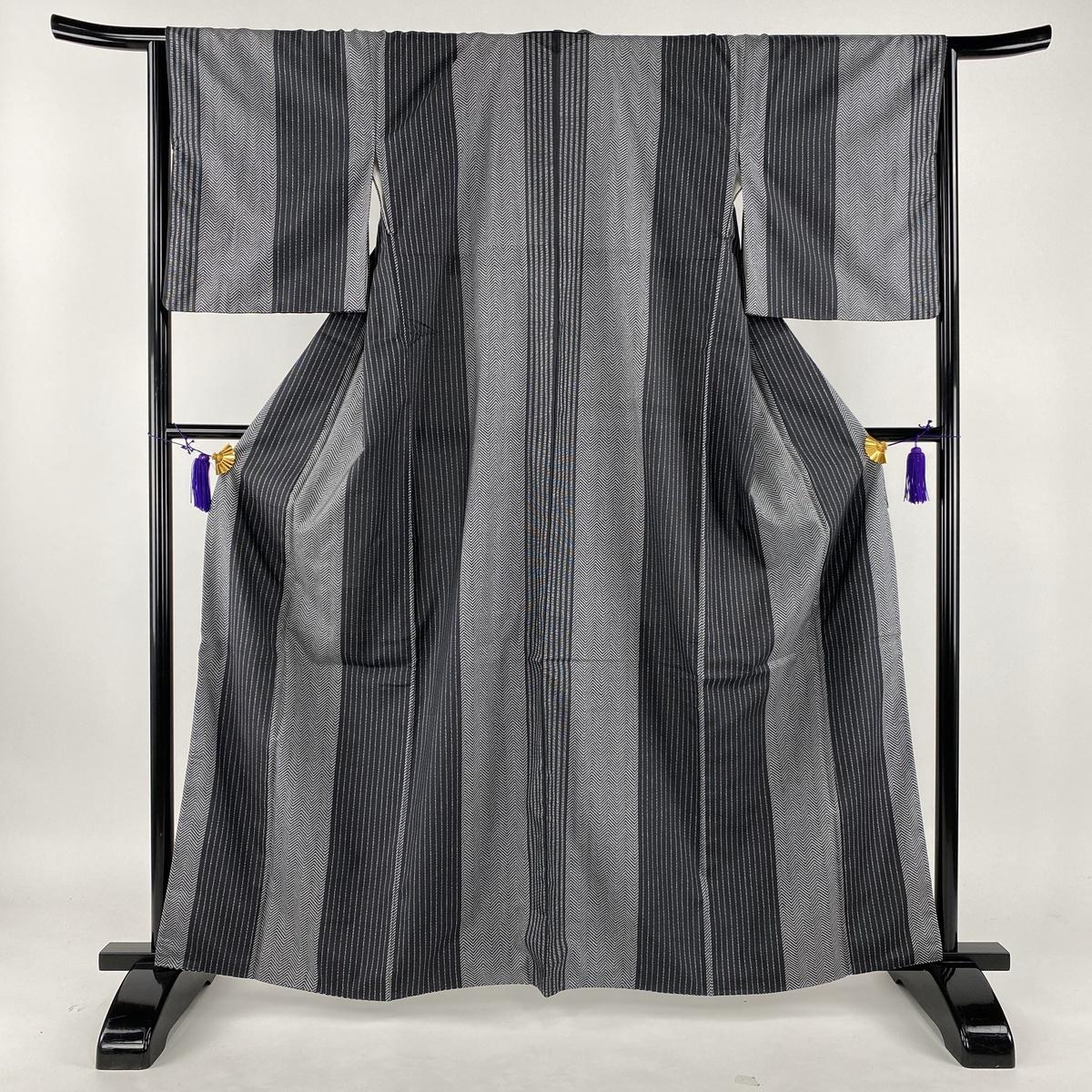 小紋 美品 秀品 大島紬地 縦縞模様 幾何学模様 黒灰 袷 身丈163cm 裄丈66cm M 正絹 【中古】