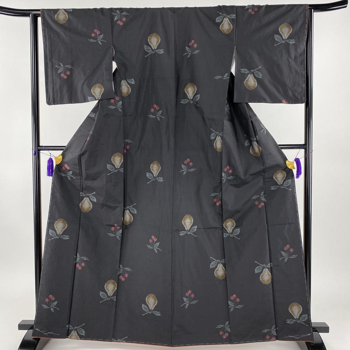 紬 名品 さくらんぼ 洋ナシ 黒 袷 身丈164.5cm 裄丈63.5cm S 正絹 【中古】