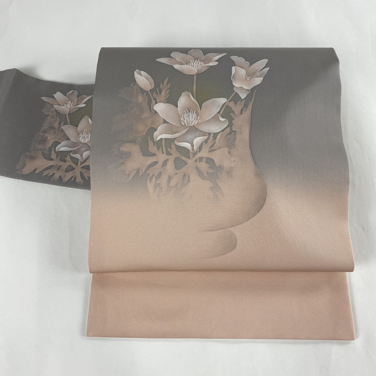 名古屋帯 美品 名品 花器 草花 金彩 ぼかし 鼠色 正絹 【中古】