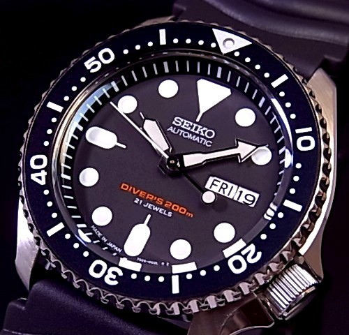 SEIKO/200m diver's watch【セイコー/200m防水ダイバーズ】自動巻 メンズ腕時計 ラバーベルト ブラック文字盤 MADE IN JAPAN SKX007J 海外モデル【並行輸入品】