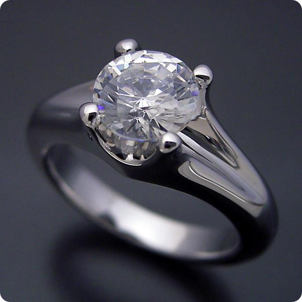 100万円 婚約指輪 1カラット エンゲージリング 1ctダイヤモンド プロポーズ用 ブライダルジュエリー プラチナ 1カラット版:隠れた4本爪デザインの婚約指輪 Gカラー・VS2クラス・Goodカット 宝石鑑定書付き
