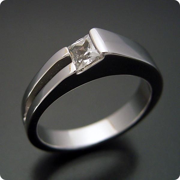 【婚約指輪】エンゲージリング【プリンセスカット】ダイヤモンド【ブライダルジュエリー】プラチナ【結婚指輪】マリッジリング【プリンセスカットダイヤモンドならではのデザインの婚約指輪】宝石鑑別書付き