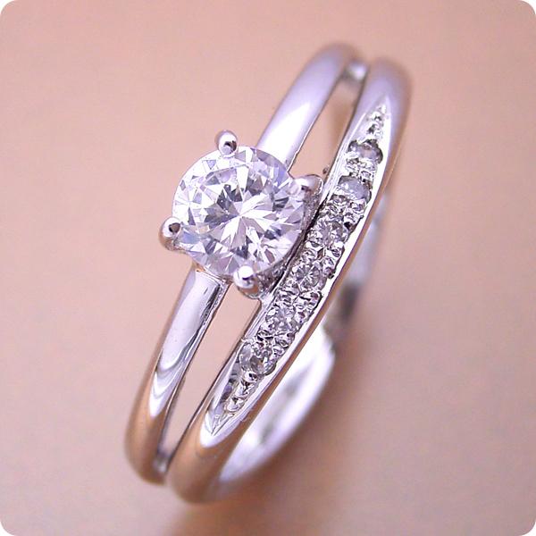 婚約指輪 0.5カラット エンゲージリング 一粒 ダイヤモンド プロポーズ用 ブライダルジュエリー プラチナ 1本の指輪なのに重ね着けしているような婚約指輪 Fカラー・VS1・Goodカット 宝石鑑定書付き