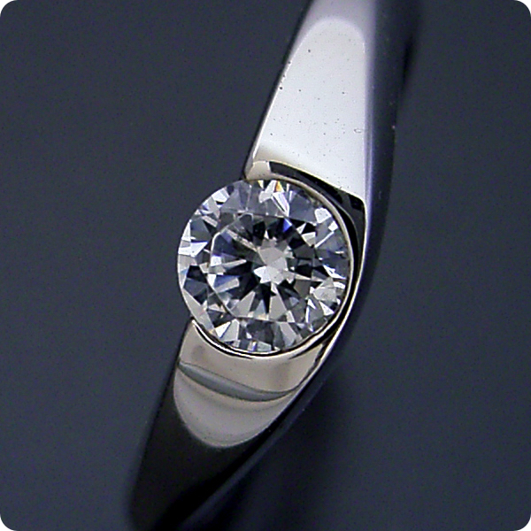 【婚約指輪】ダイヤモンド【10万円】プラチナ【エンゲージリング】受注生産品「少し変わった伏せこみタイプの婚約指輪」