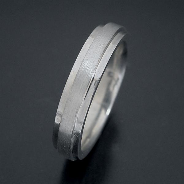 結婚指輪 マリッジリング プラチナ900 ペアリング プレゼント プロポーズ【「硬質」と「シャープ」をイメージした地金タイプの結婚指輪】