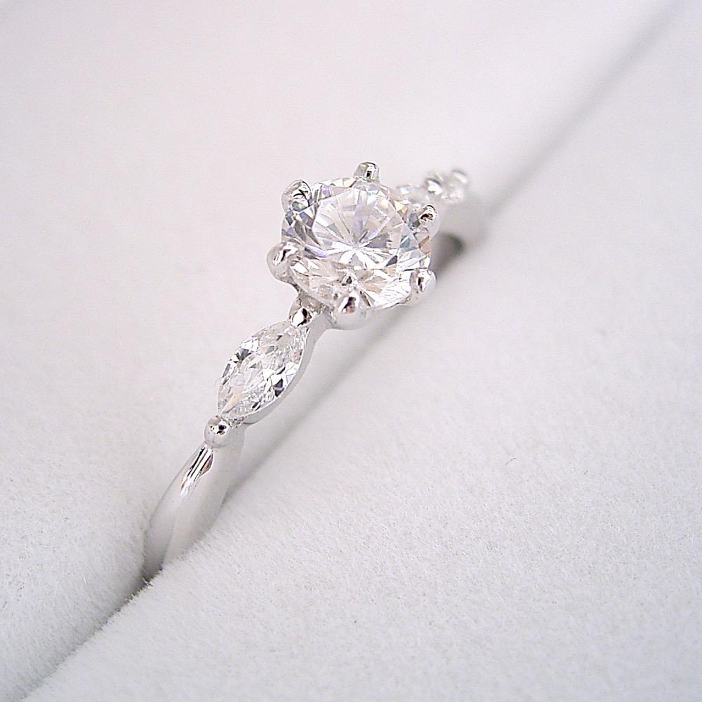 ハートアンドキューピッド【婚約指輪】エンゲージリング【0.3カラット】ダイヤモンド左右のダイヤモンドの形が違う、ちょっと珍しい婚約指輪】ダイヤモンド0.3カラット・Dカラー・VVS1クラス・Excellentカット・ハート&キューピッド(宝石鑑定書付き)