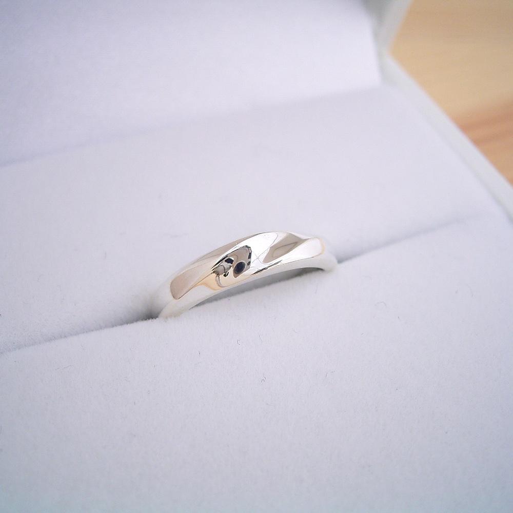 シルバーの結婚指輪が1万円で購入できます ペアリングとして2本組み合わせても2万円 ケース ラッピング袋 メッセージカード付き 日本 刻印も送料も無料 1万円 結婚指輪 マリッジリング ペアリング 磨き布 大決算セール シンプル プラチナ 刻印 男女ペア 送料無料 シルバー 通販 メッセージカード