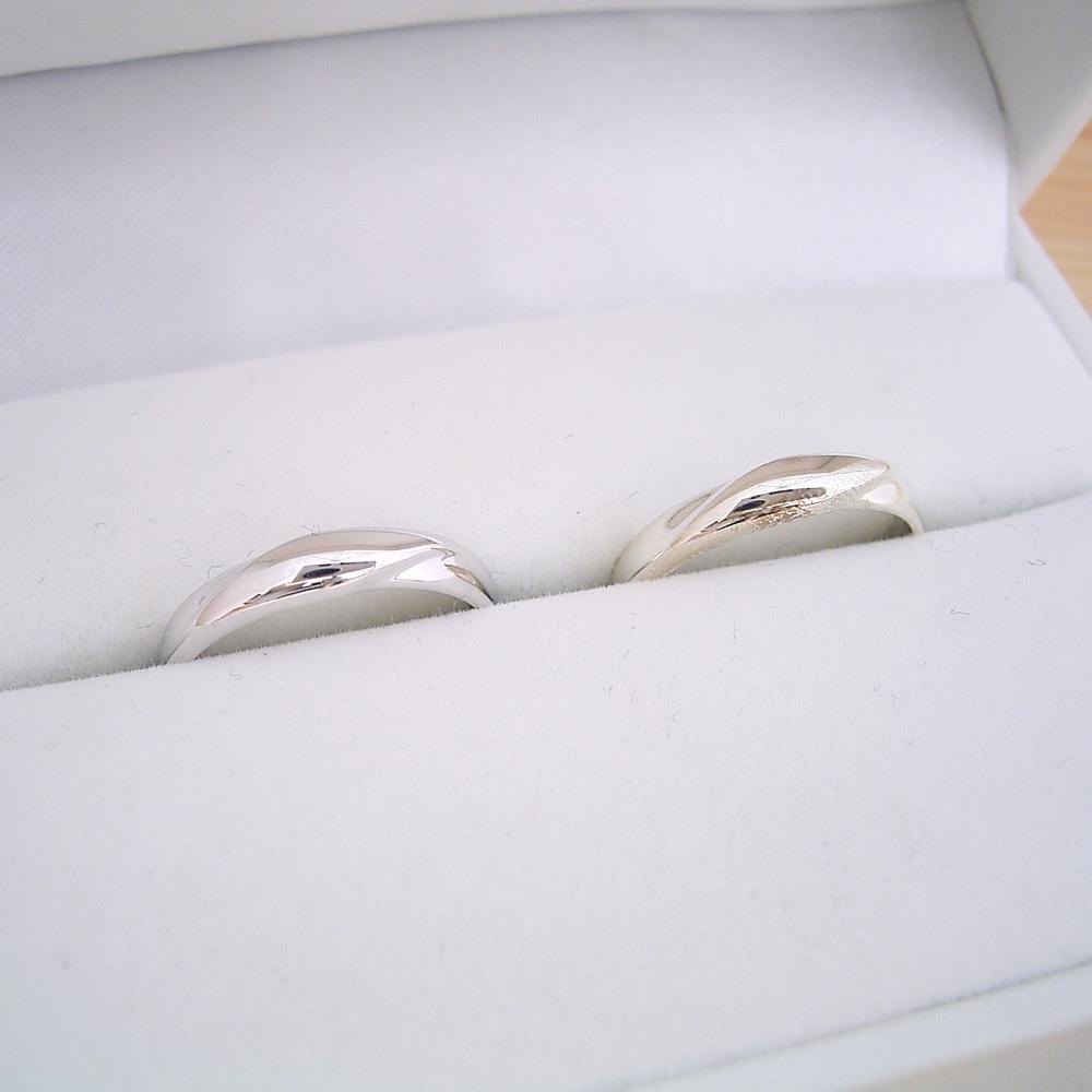 シルバーの結婚指輪 ペアリング 初売り の2点セットが2万円で購入できます ケース ラッピング袋 メッセージカード付き もちろん刻印も送料も無料 1万円 結婚指輪 磨き布 マリッジリング 平打ちリング 2本セット 秀逸 シルバー 甲丸リング 送料無料