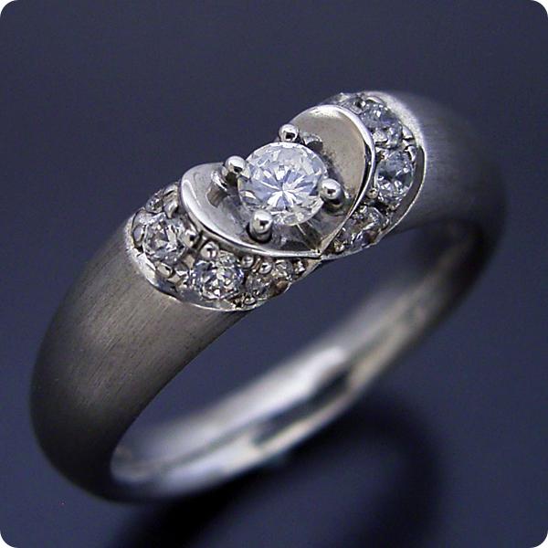【婚約指輪】エンゲージリング【0.3ct】一粒【0.3カラット】ダイヤモンド【ブライダルジュエリー】プラチナ【結婚指輪】マリッジリング【隠れたハートをイメージした婚約指輪】標準仕様グレード【宝石鑑別書付き】